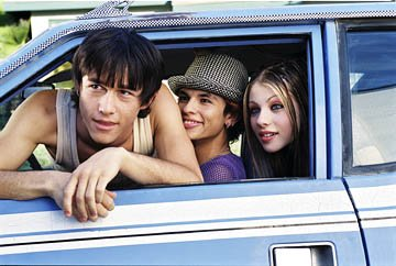 Joseph Gordon-Levitt as Neil, Jeffrey Licon as Eric and Michelle Trachtenberg as Wendy in Tartan's Mysterious Skin