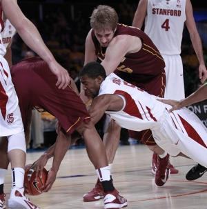 Hollins' FTs with 0.4 seconds lift Gophers