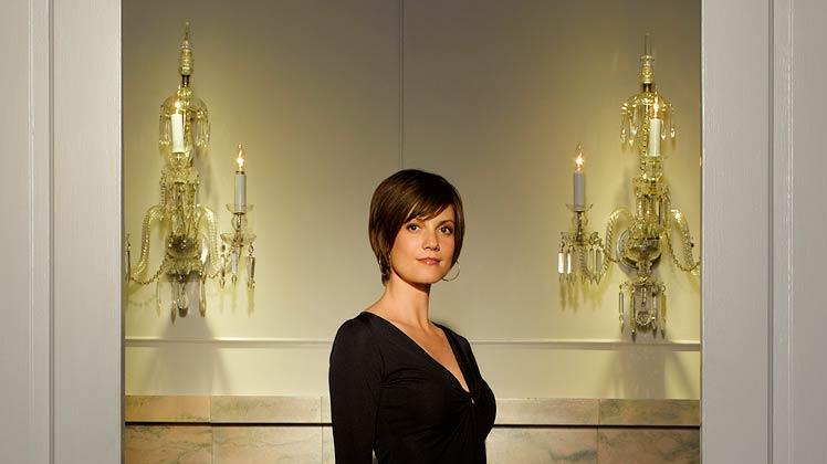 Zoe McLellan stars as Lisa George on Dirty Sexy Money.
