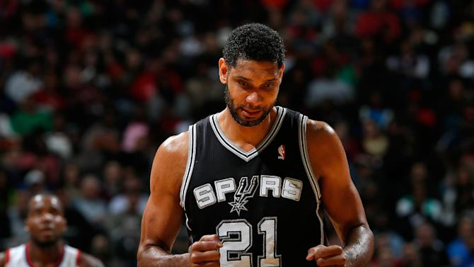 Duncan, Spurs stroll past Hawks, 105-79