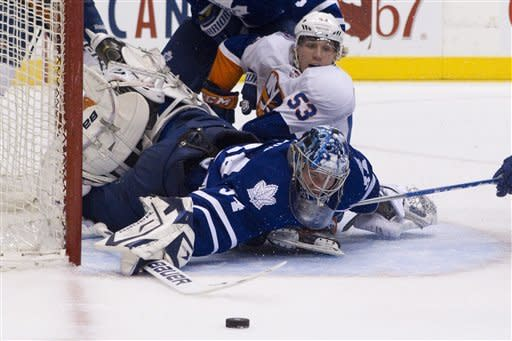 Isles hand Maple Leafs 8th straight home loss