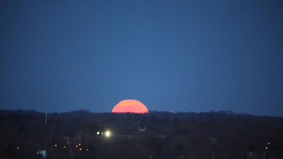 'Supermoon' Science: Why Saturday's Full Moon is Biggest of 2012