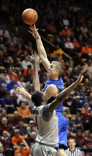 Curry's 22 lead No. 6 Duke past Va. Tech, 88-56