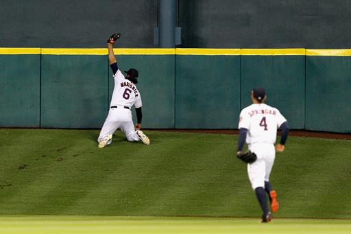 Jake Marisnick makes remarkable catch running up Tal's Hill in Houston