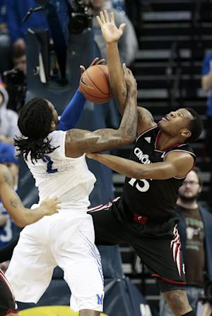 No. 1 UConn stays perfect, downs Memphis 90-49
