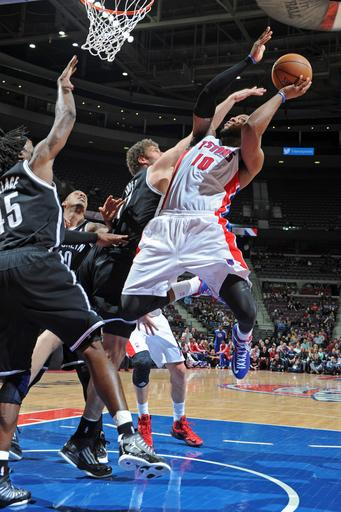 Nets finally win at Detroit, 93-90