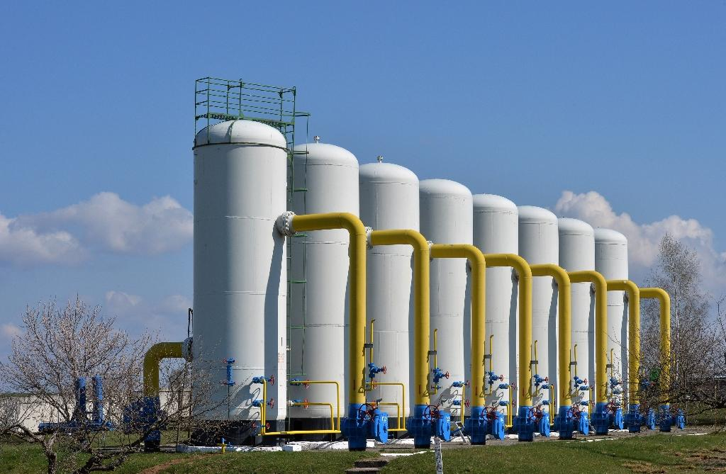 Ukraine halts Russian gas purchases, closes its airspace