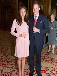 Kate Middleton, how pretty you are! The Duke and Duchess of Cambridge are spending their Friday celebrating the Queen's Diamond Jubilee at a swanky lunch and Kate has chosen a girlie pink dress for the occasion