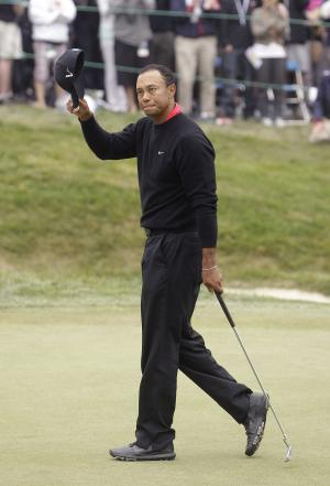 Tiger Woods acknowledges the crowd on the 18th hole during the fourth round of the U.S. Open Championship golf tournament Sunday, June 17, 2012, at The Olympic Club in San Francisco. (AP Photo/Ben Margot)