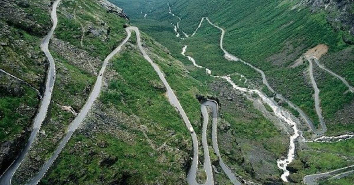 13 Of The World's Scariest Roads