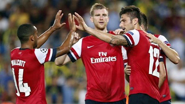 Arsenal's Olivier Giroud (R) celebrates his penalty goal against Fenerbahce with team mates Theo Walcott (L) and Per Mertesacker (C)