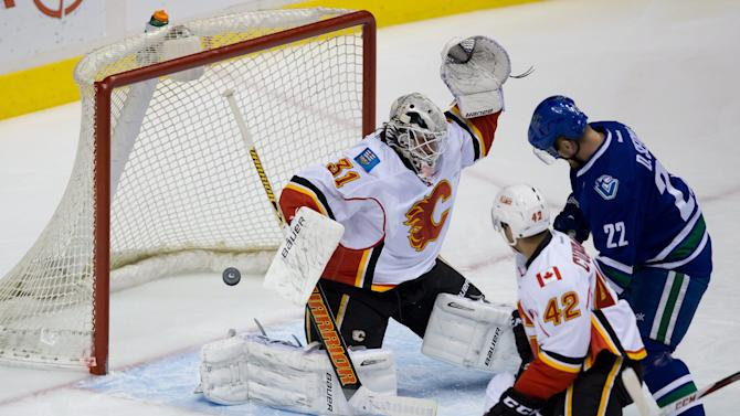 Daniel Sedin injured in Canucks' win over Flames