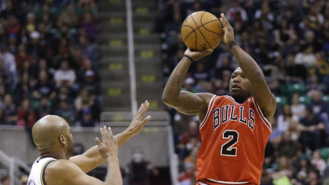 Chicago Bulls' Nate Robinson (2) shoots over Utah Jazz's Jamaal Tinsley during the second quarter of an NBA basketball game Friday, Feb. 8, 2013, in Salt Lake City. (AP Photo/Rick Bowmer)