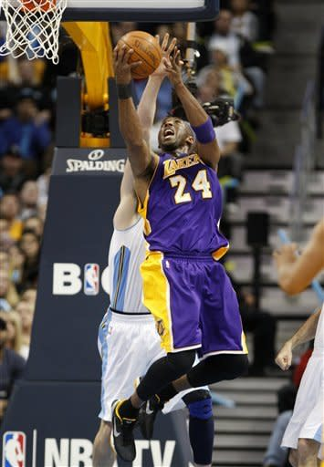 Bynum, Bryant lead Lakers past Nuggets 93-89