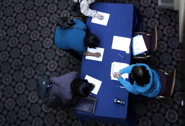 US job gain despite freeze raises economic hopes