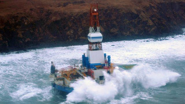 Shell drilling ship runs aground in Alaska