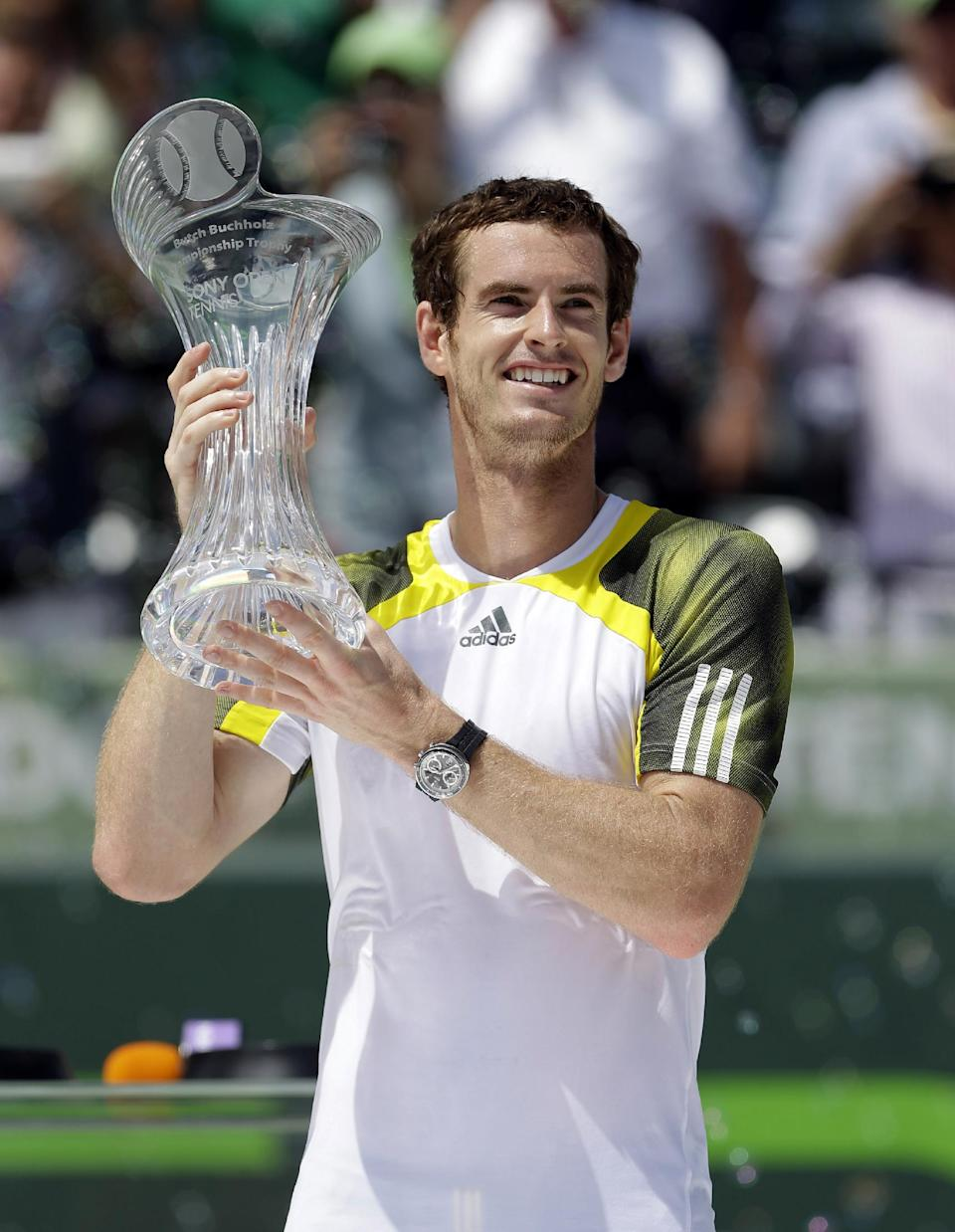 Andy Murray of Britain holds up his trophy after defeating David Ferrer of Spain, 2-6, 6-4, 7-6 (1) in the final match of the Sony Open tennis tournament, Sunday, March 31, 2013 in Key Biscayne. (AP Photo/Wilfredo Lee)
