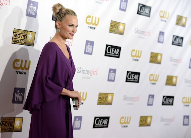 Molly Sims arrives at the 18th Annual Critics&#39; Choice Movie Awards at the Barker Hangar on Thursday, Jan. 10, 2013, in Santa Monica, Calif. (Photo by Jordan Strauss/Invision/AP)