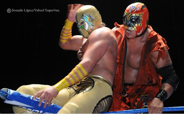 Lucha-Estelar-Angel-de-Oro-vs-Mr--Niebla-jpg