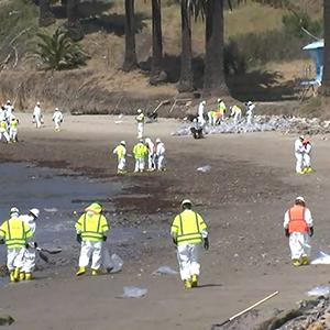 Winds Hampering Oil Spill Cleanup
