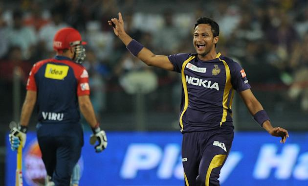Kolkata Knight Riders bowler Shakib Al Hasan (R) celebrates after taking the wicket of Delhi Daredevils batsman Virender Sehwag (L) during the IPL Twenty20 first playoff cricket match between Delhi Da