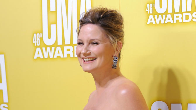 Jennifer Nettles arrives at the 46th Annual Country Music Awards at the Bridgestone Arena on Thursday, Nov. 1, 2012, in Nashville, Tenn. (Photo by Chris Pizzello/Invision/AP)