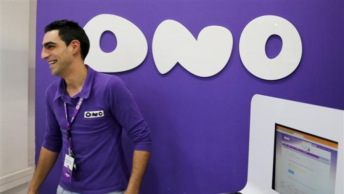 An employee smiles at an Ono shop in Leganes
