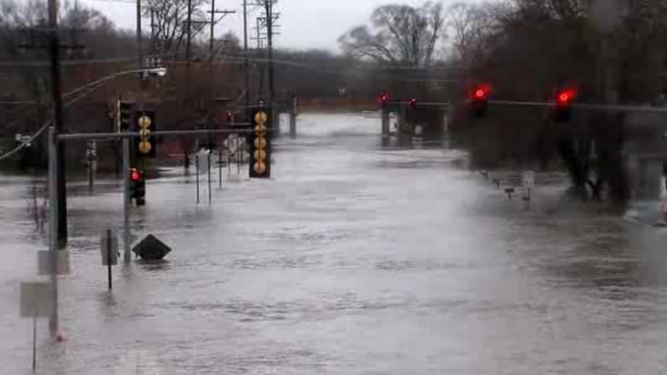 An Entire Town in Illinois Is Being Evacuated a After Levee Breach