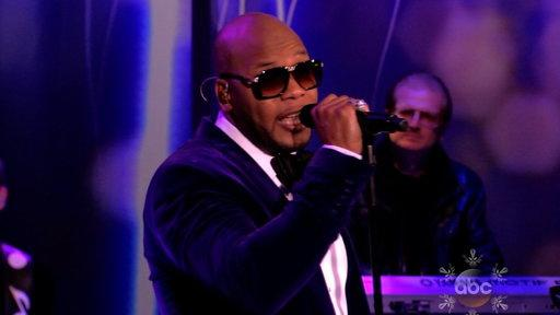 Flo Rida Performs