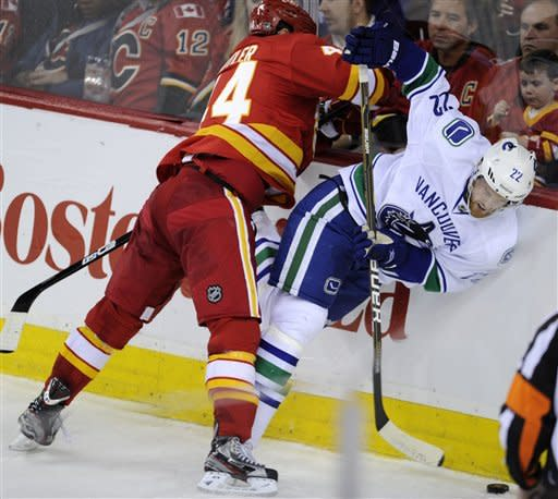 Jokinen, Iginla lift Flames over Canucks in SO