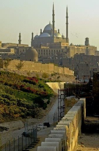 Masjid Muhammad Ali Pasha di Cairo, Mesir menampilkan seni bina Ottoman yang klasik. Ia dibina oleh pemerintah Mesir, Muhammad Ali Pasha untuk mengingati anak sulungnya, Tusun Pasha