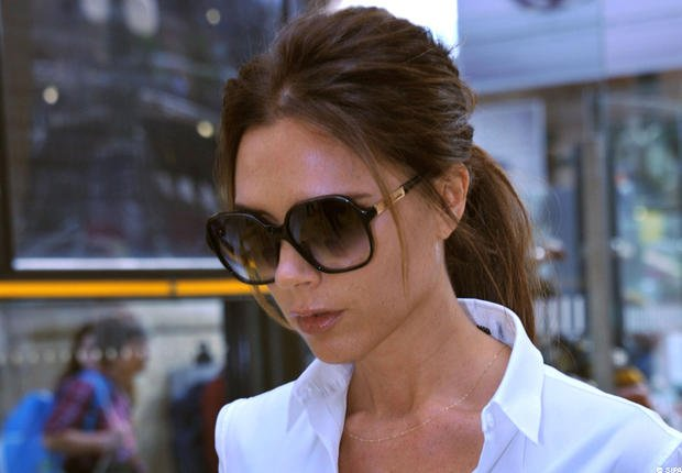 Photos- Victoria Beckham heureuse à Paris