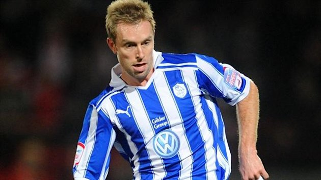Former Preston, Sheffield Wednesday and Scunthorpe midfielder Chris Sedgwick has signed a one-year deal with Bury