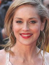 Lecehkan Pegawai, Sharon Stone Dituntut ke Meja Hijau