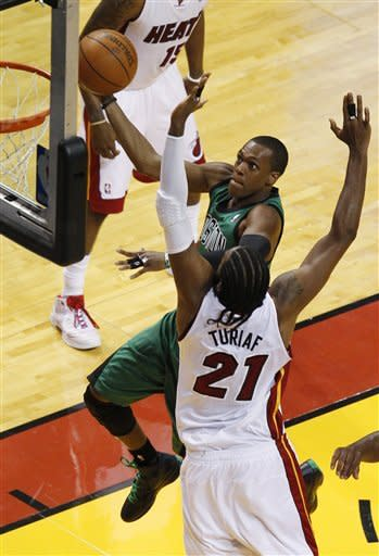 James scores 32 as Heat run past Celtics in Game 1