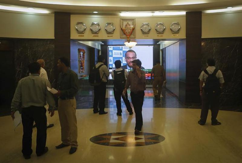 Employees stand in a lobby as they wait for the elevator inside Bombay Stock Exchange (BSE) building in Mumbai August 22, 2013. REUTERS/Danish Siddiqui