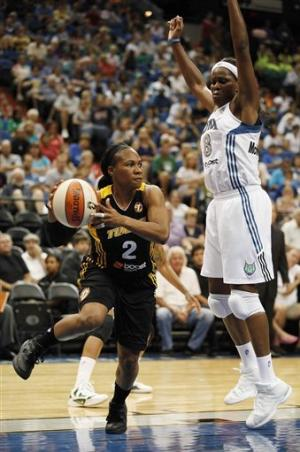 Moore's 28 points fuel 89-74 Lynx win over Shock