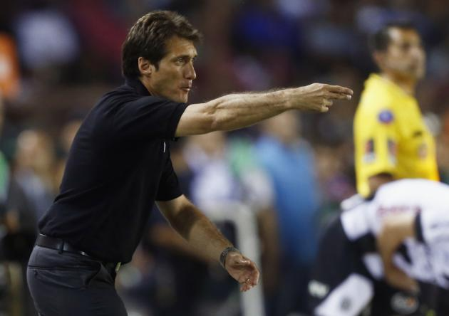 Barros Schelotto, head coach of Lanus, gestures during Copa Sudamericana second leg final soccer match against Ponte Preta in Buenos Aires