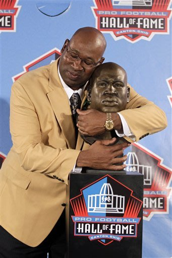 Linemen lead, Martin brings tears to Hall of Fame