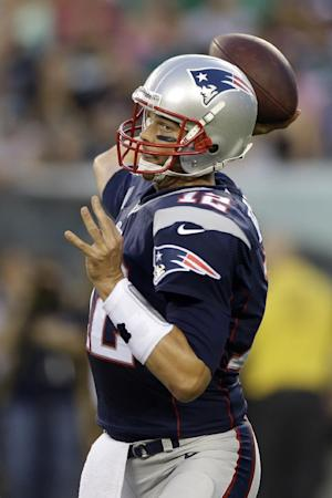 Vick, Brady sharp and Patriots beat Eagles