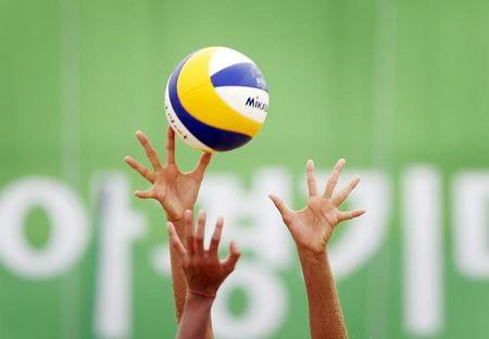 China's Wang attempts to bloack a shot from Thailand's Tenpaksee during the Women's Beach Volleyball Bronze Medal match during the 17th Asian Games in Incheon