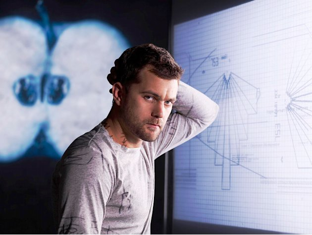 Joshua Jackson stars as Peter Bishop in Fringe.