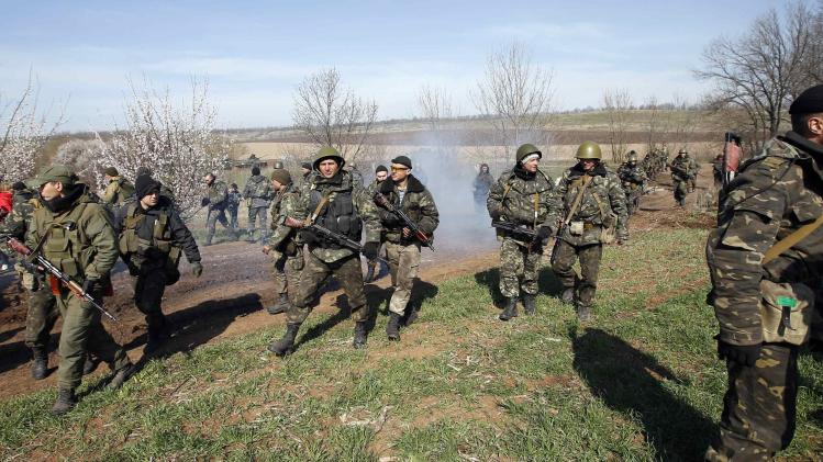 Ukrainian soldiers walk in the field near Kramatorsk