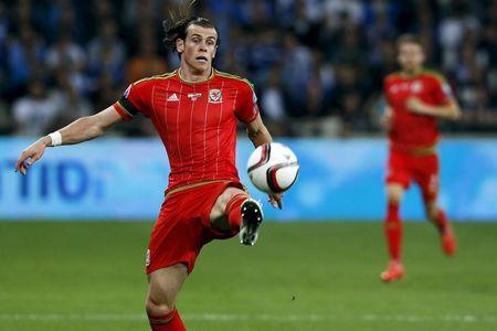 Bale forgets about Real woes as Wales set course for finals
