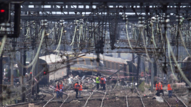 Crane to clear train tracks in deadly French crash