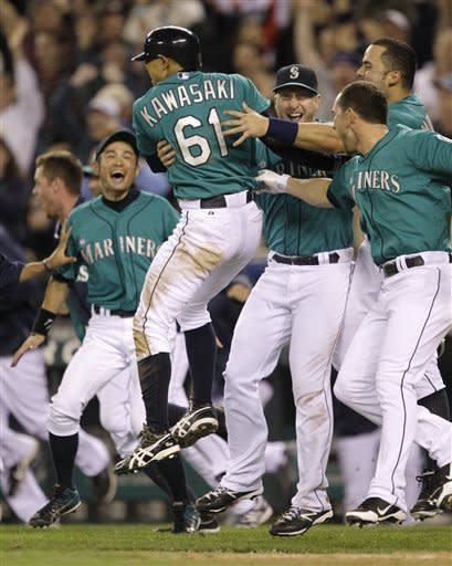 Mariners rally for 3 runs in 9th to top Tigers 3-2