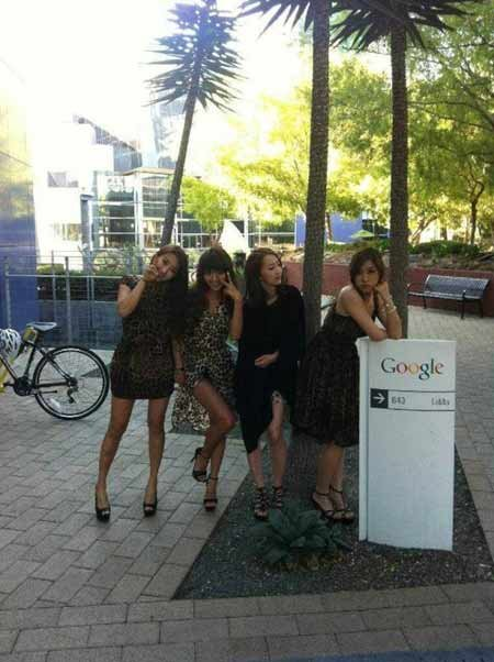 SISTAR Snaps a Photo at Google Headquarters