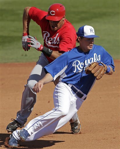 Santana makes Royals debut in 3-2 win over Reds