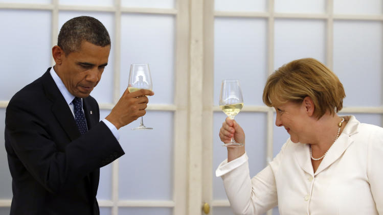 US President Barack Obama and german chancellor Angela Merkel raise their glasses for a toast during a dinner at the Charlottenburg palace in Berlin Wednesday, June 19, 2013. Obama is on a two-day official visit to the German capital. (AP Photo/Michael Sohn, pool)