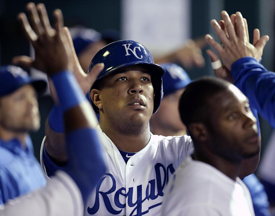 Bases-loaded walk gives Royals 2-1 win over Texas